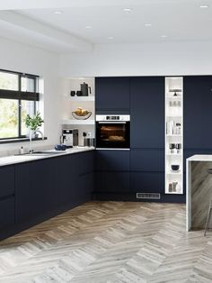 These cabinet doors have a luxurious super-matt finish to create a kitchen inspired by sophisticated design. Introduce an on-trend, linear look with two-drawer packs, which create horizontal lines that draw the eye and make small spaces look larger. Howdens Kitchens, Handleless Kitchen, Howdens Kitchen Units, Howdens Kitchen Clerkenwell, American Kitchen Design, Modern Kitchen Design, Kitchen Furniture, Kitchen Interior, Downlights Kitchen