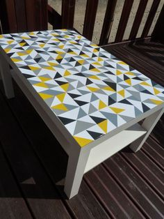 Ikea lack table with triangle decals Ikea Lack Table, Ikea Coffee Table, Coffee Table Makeover, Furniture Makeover, Diy Furniture, Desk Makeover, Painted Furniture, Diy Table Top, Creation Deco