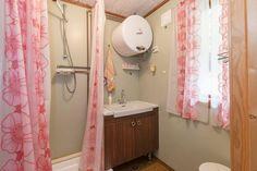 FINN Eiendom - Fritidsbolig til salgs Real Estate, Mirror, Bathroom, Furniture, Home Decor, Washroom, Decoration Home, Room Decor, Real Estates