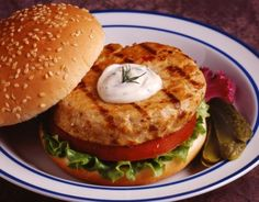 This salmon burgers recipe uses either canned salmon or if you have some leftover salmon you can use it up making these tasty salmon patties for fish burgers. Salmon Burgers Recipe from Grandmothers Kitchen. Burger Recipes, Fish Recipes, Seafood Recipes, Cooking Recipes, Healthy Recipes, Healthy Meals, Epicure Recipes, Cheap Recipes, Recipies