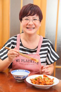 Ms. Ren is probably one of the best dinner party hosts around the block! Her passionate philosophy in life is to love what you do and do it well. Though she meant it in a general sense, we're sure she's referring to her incredible cooking!