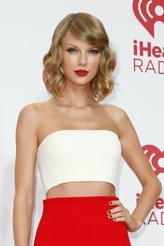 Taylor Swift looked like Nina Agdal because she was sexy enough to wear her white and red dress.