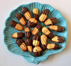 Μαλακά μπισκότα γεμιστά με μαρμελάδα - Sweetly Biscuit Cookies, Biscuits, Almond, Cake, Recipes, Food, Crack Crackers, Cookies, Food Cakes
