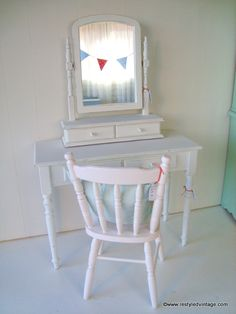 Restyled Vintage in Romantic Homes Magazine Romantic Homes, Shabby Chic Cottage, House And Home Magazine, Furniture Projects, Exciting News, Chair, Vintage, Home Decor, Decoration Home
