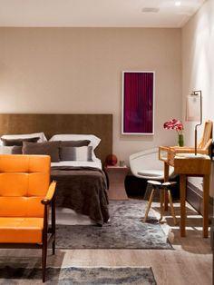 Casa Cor São Paulo 2014 | Studio da designer - Piso de madeira, composição dos quadros e penteadeira | #interiordesign #casacor #bedroom