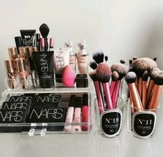makeup organizing... i wish i had that much makeup...i'd look like i'm a pro makeup artist :)