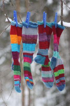 We wash socks on Wednesday Laundry Lines, Laundry Art, Doing Laundry, Lava, What A Nice Day, Pippi Longstocking, Vintage Laundry, Knitting Socks, Hanging Out
