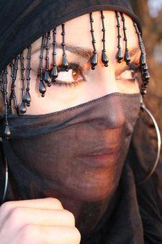 Hijab Chic : How retailers are marketing to fashion-conscious Muslim women? Beautiful Arab Women, Beautiful Hijab, Beautiful Eyes, Muslim Girls, Muslim Women, Niqab Eyes, Arabian Beauty, Hijab Chic, Hijab Niqab
