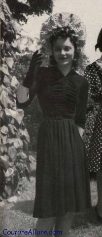 War rationing didn't mean that women still couldn't dress fashionably!  This charming hat and dress from 1942 are just as cute as can be.