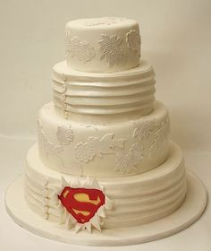 Include the grooms fave character in the cake! cute!