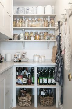 Einfache englische Küche in Brooklyn: Ein altmodisches Stadthaus Gut Remodel von Elizabeth Roberts Architects A proper pantry with a marble counter and a peg rail for shopping bags and aprons. Dry goods are decanted into Le Parfait Jars. The upper cabinet Pantry Storage, Pantry Organization, Kitchen Storage, Pantry Ideas, Smart Storage, Pantry Shelving, Organized Pantry, Cabinet Storage, Cabinet Ideas