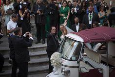 Tutti gli sguardi sono per la sposa. Cristel Carrisi convola a nozze a Lecce…