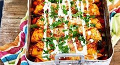 Enchiladas with chicken - recipe - salt å gott - Fajitas Recipe Baking Recipes, Vegan Recipes, Vegan Food, Healthy Food, Tex Mex, Food Hacks, Chicken Recipes, Dinner Recipes, Beauty