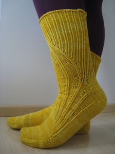 Portland gusset / Yarnissima Knitting Blogs, Knitting Socks, Knit Socks, Boot Toppers, Sock Shoes, Mittens, Tatting, Knit Crochet, Tights