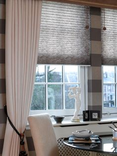 In this this interior Unipleat Japonica asc Mocha has been used with a cream and chocolate #monochrome effect. The pleated blinds compliment the cream curtains perfectly.