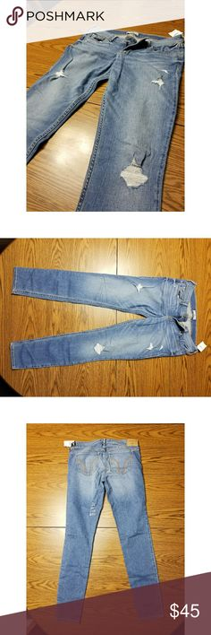 Size 9R Hollister super skinny destroyed jeans NWT NWT Size 9R super skinny destroyed jeans. Not my size! Smoke free/pet free home.  I love these jeans, I wish they fit me! :'( Hollister Jeans Skinny