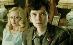 "Asa Butterfield as Jacob and Ella Purnell as Emma in ""Miss Peregrine's Home for Peculiar Children"""