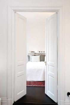 Love a double door into the bedroom, it feel so glamorous!