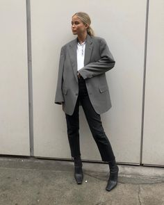 Stylish Clothing trends Tips 2983104822 Mode Outfits, Winter Outfits, Fashion Outfits, Fashion Trends, Womens Fashion, Fashion 2017, Look Fashion, Daily Fashion, Winter Fashion