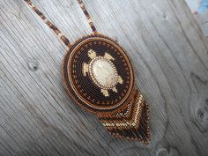 Collier perlé Amérindien. Tortue Rosette cuir d'Orignal.