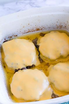 Oven-baked hamburgers - so easy, juicy and there's a trick! Oven Hamburgers, Oven Baked Burgers, How To Cook Hamburgers, Cheeseburgers, Mini Burgers, Turkey Burgers, Veggie Burgers, Baked Steak Recipes, Oven Recipes