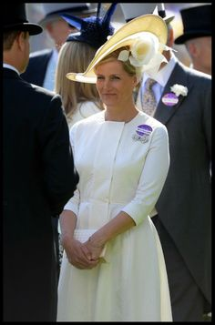 HRH The Countess of Wessex at @AscotInsider day 2 wearing an ivory #bespoke #hat by @JTmillinery