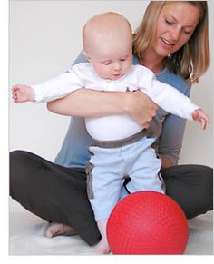2 juegos para estimular el desarrollo de bebés de 8 meses.