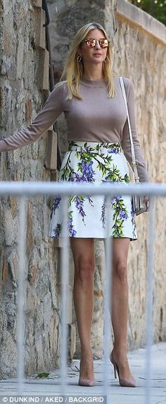 The first daughter wore a summery short skirt and nude stiletto pumps... Ivanka Trump Outfits, Ivanka Trump Photos, Ivanka Trump Style, Blond, Sweater And Shorts, Business Fashion, Portraits, Fashion Dresses, Celebs