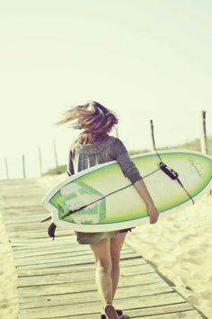Cheveux aux vent.