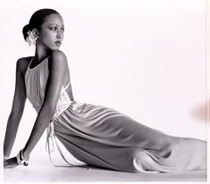 Pat Cleveland in Halston Dress, photographed by Irving Penn for Vogue, 1972 Vogue Fashion Editor, Fashion Models, Fashion Designers, Fashion Blogs, Cleveland, African American Models, American Fashion, Vintage Black Glamour, Vintage Beauty