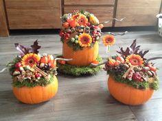 Hollowed pumpkin with decoration! Pumpkin Centerpieces, Thanksgiving Centerpieces, Floral Centerpieces, Autumn Garden, Autumn Home, Flower Decorations, Table Decorations, Pumpkin Flower, Pot Jardin