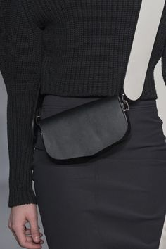 Trendy Handbags and Purses : Picture Description Sportmax at Milan Fashion Week Fall 2017 – Details Runway Photos Fall Handbags, Purses And Handbags, Fashion Handbags, Fashion Bags, Milan Fashion, Net Fashion, Trendy Handbags, Leather Belt Bag, Leather Handbags