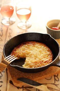 ポテト&ベーコン・ガレット by かすが きょうこ 「写真がきれい」×「つくりやすい」×「美味しい」お料理と出会えるレシピサイト「Nadia | ナディア」プロの料理を無料で検索。実用的な節約簡単レシピからおもてなしレシピまで。有名レシピブロガーの料理動画も満載!お気に入りのレシピが保存できるSNS。