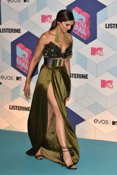 Hot Beautiful Girls - Deepika Padukone and her sexy legs Indian Celebrities, Bollywood Celebrities, Bollywood Actress, Celebs, Bollywood Stars, Bollywood Fashion, Indian Film Actress, Indian Actresses, Street Style