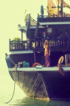 house boat/ship