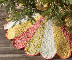 Free Christmas tree skirt pattern in Heather Bailey's fabric collection Ginger Snap (log-in required ) Xmas Tree Skirts, Christmas Tree Skirts Patterns, Christmas Skirt, Christmas Sewing, Noel Christmas, Christmas Ornaments, Christmas Quilting, Christmas Placemats, Purple Christmas