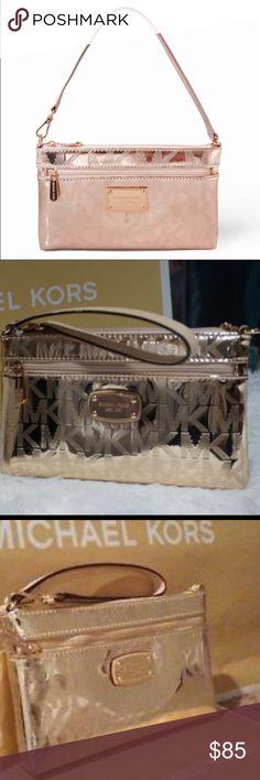 Gold Michael Kor clutch NWOT Metallic gold Michael Kor large clutch/wristlet.     PRICE FIRM!!!! Michael Kors Bags Wallets