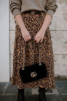 Today we are going to make a small chat about 2019 Gucci fashion show which was in Milan. When I watched the Gucci fashion show, some colors and clothings. Gucci Fashion Show, Moda Fashion, Fashion Outfits, Fashion Fashion, Jupe Midi Leopard, Leopard Print Skirt, Leopard Prints, Animal Prints, Fall Winter Outfits
