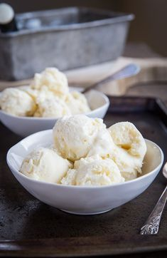 Vanilla Keto Ice Cream - low-carb ice cream made with zero carbs and sugar! This insanely creamy ice cream is better than store-bought and you'd never know it's sugar-free. Custard Recipes, Milk Recipes, Ice Cream Recipes, Dessert Recipes, Keto Recipes, Vanilla Recipes, Keto Foods, Low Carb Ice Cream, Healthy Ice Cream