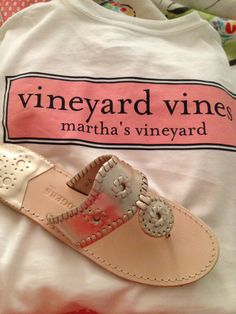 Jack Rogers and Vineyard vines. Looking preppy! The perfect combo! Preppy Girl, Preppy Style, My Style, Preppy Southern, Southern Belle, Southern Prep, Jack Rogers, Summer Fashion Outfits, Spring Fashion