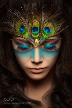 Peacock of YHLau choice of the publisher of the Day Image Size: 600 x 900 Pin Boards Name: Schön wie ein Pfau Peacock Makeup, Peacock Hair, Maquillage Halloween, Halloween Face Makeup, Pfau Make-up, Peacock Face Painting, Women Artist, Make Carnaval, Art Visage