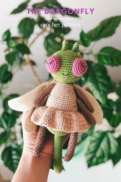 Crochet Sloth, Cute Crochet, Crochet Hats, Crochet Dragonfly Pattern, Crochet Toys Patterns, Easy Amigurumi Pattern, Crochet For Beginners, Handmade Toys, Doll Toys