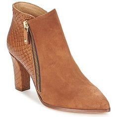 Nos podrás resistirte a la tentación de tener esos botines marrón. Se compone de un corte en piel, un forro en cuero, una plantilla en cuero y una suela en cuero. ¡Moda, solo moda con este modelo #Maissa de #Fericelli! #botas #botines #mujer #spartoo Low Boots, Peep Toe, Booty, Ankle, Shoes, Fashion, Templates, Brown Ankle Boots, Flat Booties
