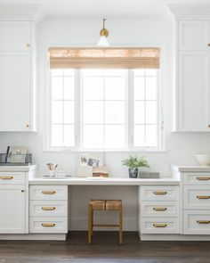 Stackable Wire Basket Kitchen Desks, Kitchen Stools, Kitchen Dining, Kitchen Cabinets, Kitchen Designs Photos, Modern Kitchen Design, Small Accent Chairs, Accent Chairs For Living Room, Wire Baskets