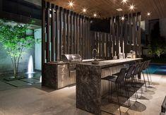 Gasgrill Sommerküche Edelstahl Arbeitsplatte Grau Barstühle Beleuchtung  #garden #house