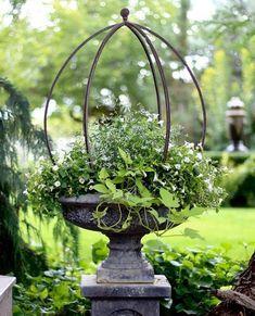 Message Garden Urns, Garden Planters, Garden Bar, Beautiful Flowers Garden, Beautiful Gardens, Flower Garden Design, Garden Cottage, White Gardens, Dream Garden