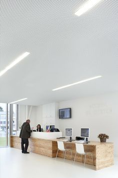 Image 11 of 22 from gallery of Town Hall in Montigny-le-Tilleul / V+. Photograph by Maxime Delvaux, 354 Photographers Hall Interior Design, Commercial Interior Design, Commercial Interiors, Library Architecture, Interior Architecture, Town Hall, Mac Desk, Office Fit Out, Desk Areas