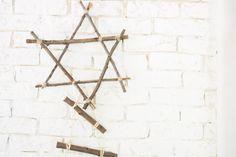 Árbol y estrella de Navidad con palos diy : via La Chimenea de las Hadas