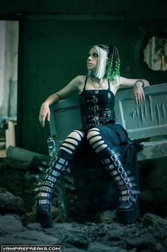 #Vampirefreaks model Angel Murder getting her #Cybergoth on