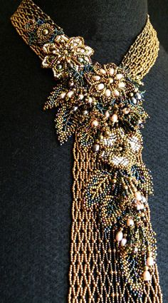 le blog de raphaële s Beautiful example of vertical netting, such a great base for the floral components!